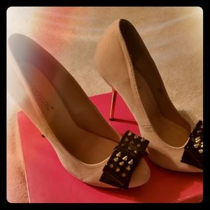 Shoe Dazzle, Bendy size 8, nude, great condition